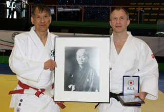 Sato and EJU President Mr Soloveychik (Courtesy of EJU)