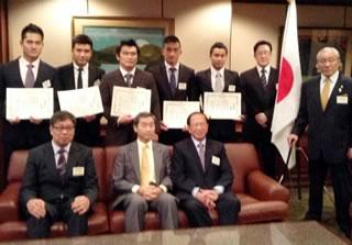 在香港日本総領事館での贈呈式の様子