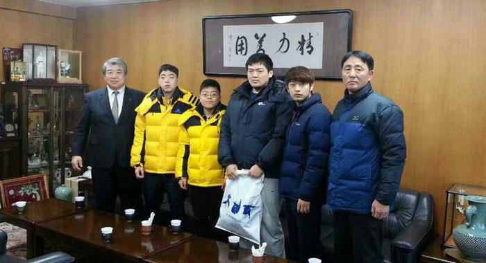 上村館長と記念写真