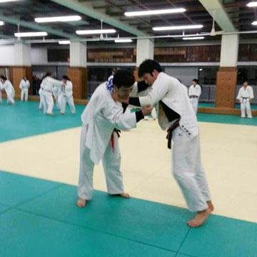 早稲田大学の学生との乱取稽古